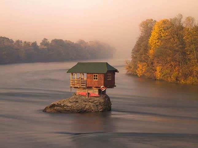 Usamljena kućica na Drini…